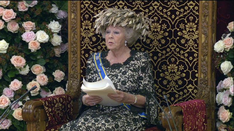 Koningin Beatrix leest de troonrede van 2012 voor. (Foto: NOS)